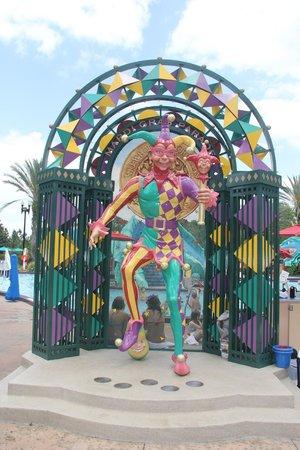 Disney's Port Orleans Resort - French Quarter : Mardi Gras Statue