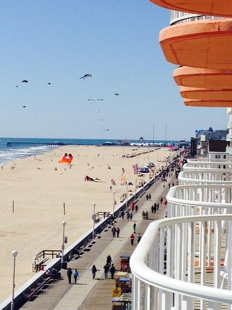 Paradise Plaza Inn : View of kites down the boardwalk, as seen from our balcony