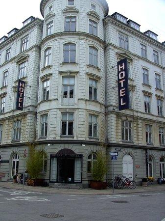 Ibsens Hotel : Vooraanzicht van het hotel