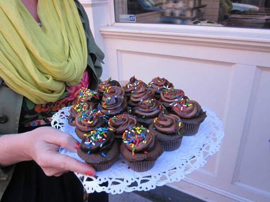 Foods of New York Tours: Brooklyn blackout cupcakes from the Little Cupcake Bakeshop