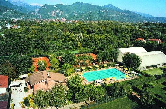 Bed & Breakfast Raffaelli Villino Limoni: il centro sportivo RAFFAELLI COUNTRY CLUB a disposizione dei clienti con accordi aspeciali per u