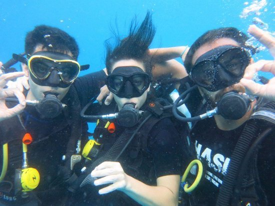Ihasia Diving Koh Tao : my boyfriend, my teacher and me in my last dive to get the certificate :-)