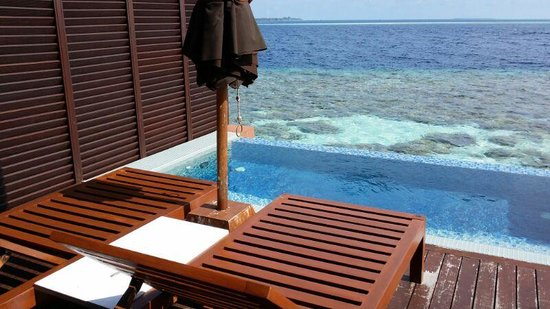 Lily Beach Resort & Spa : sun deck with outdoor Jacuzzi pool