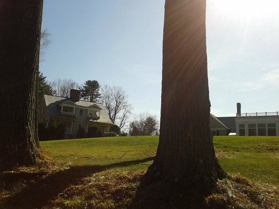 Grace Mayflower Inn and Spa : View from the pond, on the left is our cottage and to the right is the spa