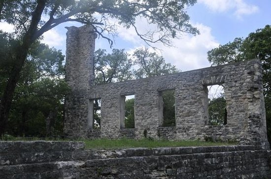 Salado College Hill Park: archeological ruins of Salado College