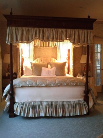 The Mayflower Grace: My bed!! Instant princess feel :)