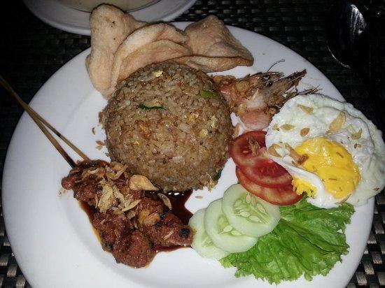 Grand Serela Setiabudhi : Nasi Kampong for dinner in hotel restaurant