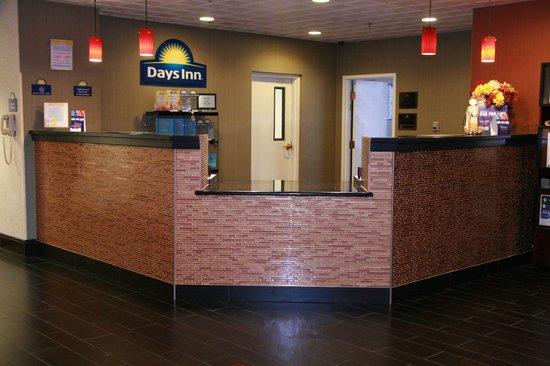 Days Inn Lebanon/Fort Indiantown Gap: lobby