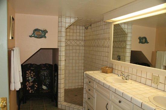 Canyon Rose Suites: Suite 8 - Bathroom