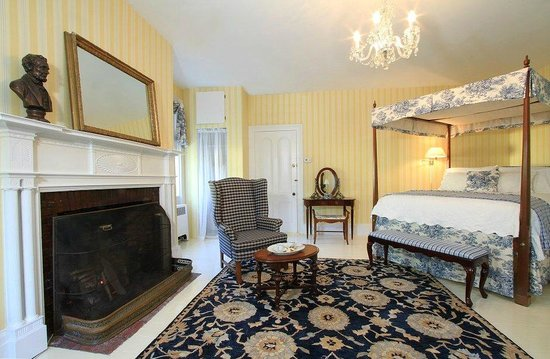 The Federal House B & B: Lincoln Suite