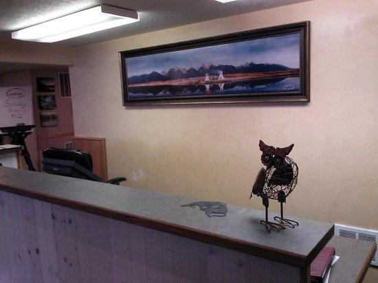 Ninepipes Lodge : front desk