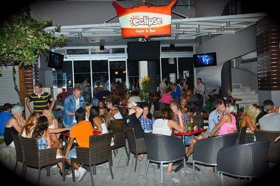 Eclipse Bar Platanias : Outside chill area