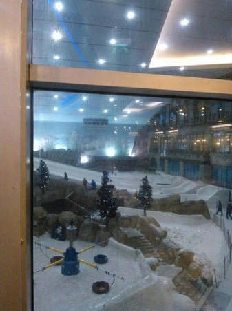 Kempinski Hotel Mall of the Emirates: Горнолыжный центр в отеле - кстати, есть номера с видом на склоны и даже шале ))