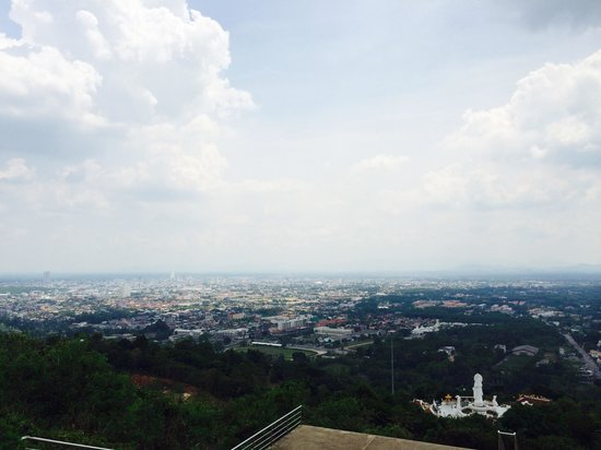 Bon Khao Restaurant: View from top of the hill