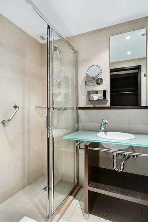 NH Brussels Louise: Bathroom