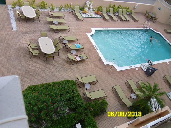 Inn of Naples : Nice Clean Pool (Towels Provided)