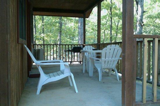 Echo Canyon Resort & Marina: 1 bedroom cabin back patio