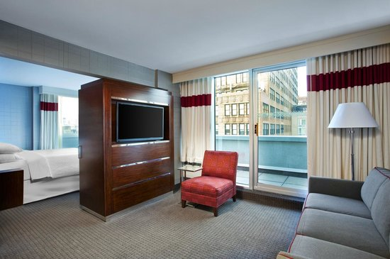 Four Points by Sheraton Manhattan Chelsea: Suite Living Room