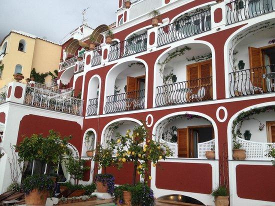 Le Sirenuse Hotel: L'hotel dalla terrazza principale