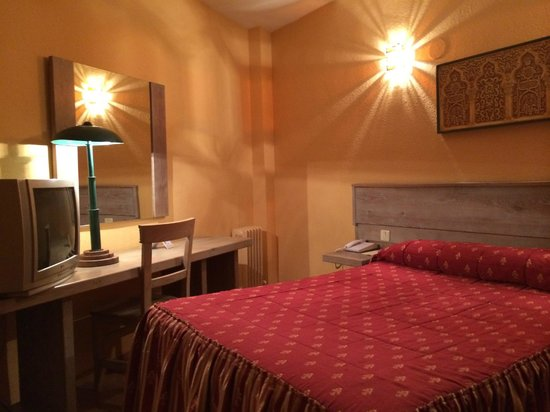 Aben Humeya Hotel: ベッドは広く寝心地は良い