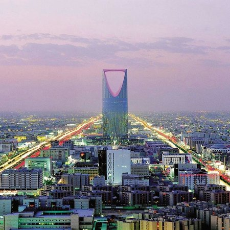 Tour du Kingdom Centre : Riyadh... the ever busy city.