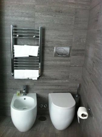 Hotel Trevi Collection: Il bagno camera 208