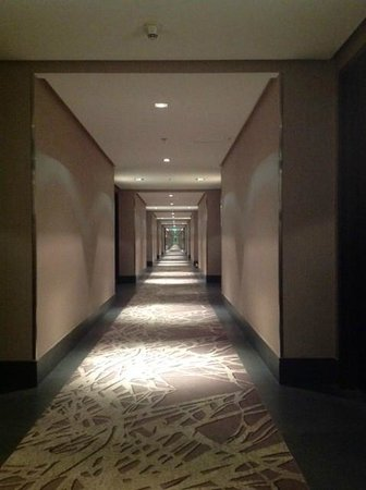 Courtyard by Marriott Riyadh Diplomatic Quarter: ask for a room closer to the elevator lobby unless you really enjoy walking