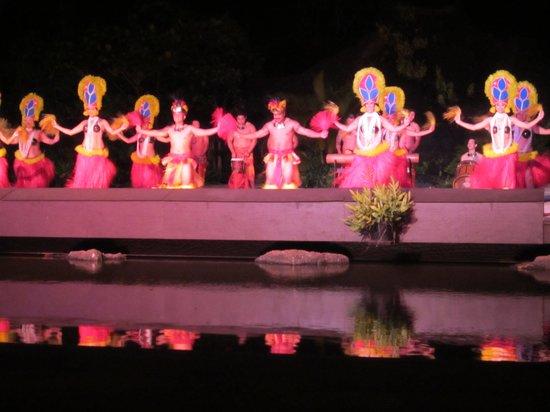 Smith Family Garden Luau: Great show