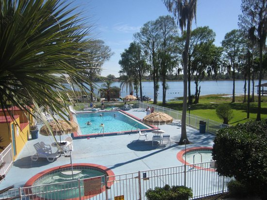 Howard Johnson Express Inn - Suites Lake Front Park Kissimme: Nice pool area