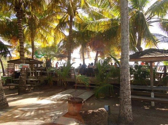 Galleon Beach Club Hotel: Beachfront Restaurant