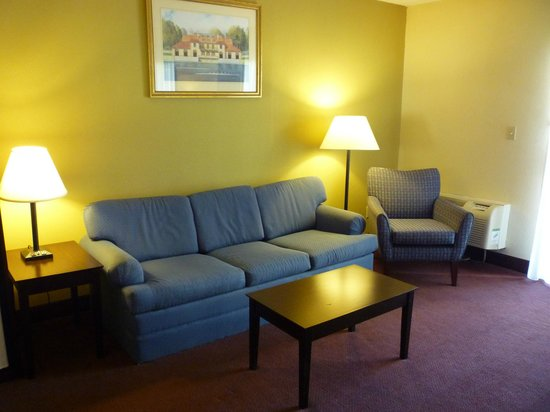Quality Inn & Suites: Plenty of space and comfort