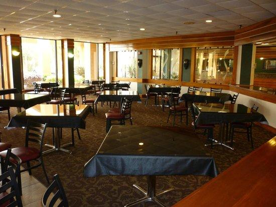 Quality Inn & Suites: Breakfast area