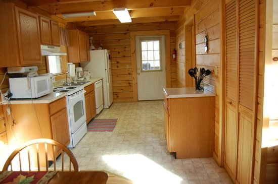 Country Road Cabins: Kitchen