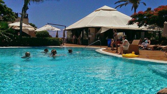 Vincci Selección La Plantación del Sur: Main pool looking towards area for lunch