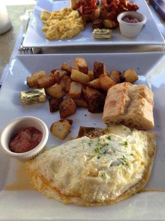 Cafe Bastille : Egg white omlette w/sides