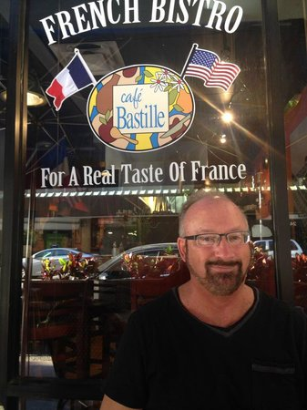Cafe Bastille : Happy Customer