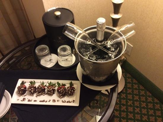 JW Marriott New Orleans: Cava and strawberries