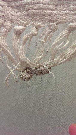 Centro della Famiglia: Tappetino del bagno con capelli intrecciati nelle frange