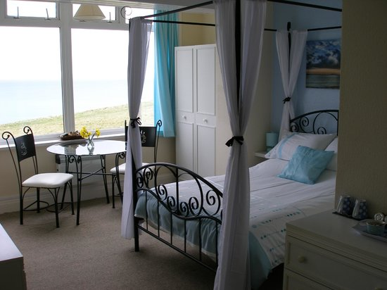 Porth Cove: four poster