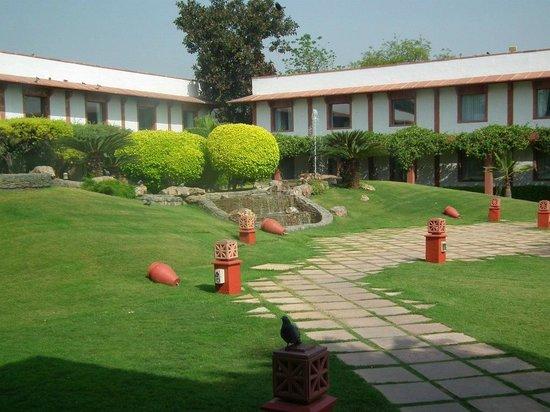 Trident, Agra: The garden