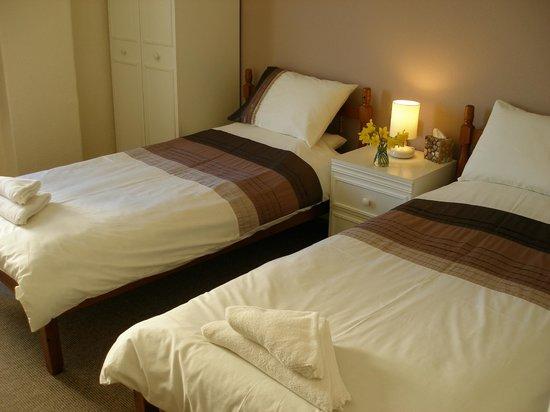 Porth Cove: twin room