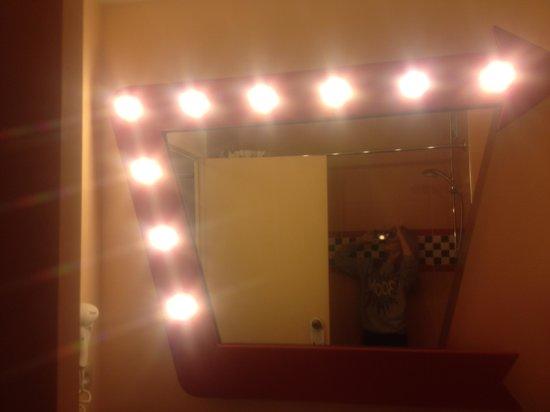 Disney's Hotel Santa Fe: Bathroom mirror