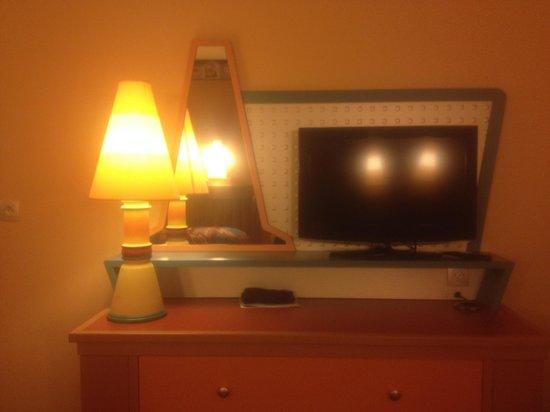 Disney's Hotel Santa Fe: New tv and lamps