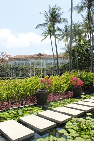 Centara Grand Beach Resort Samui: Giardino ed esterni