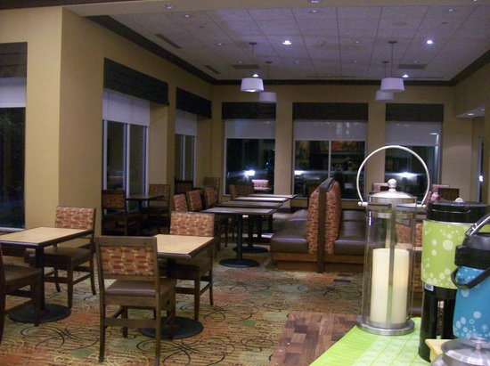 Hilton Garden Inn Greenville: Breakfast seating area
