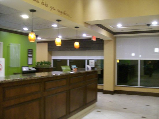 Hilton Garden Inn Greenville: Front Desk in Lobby