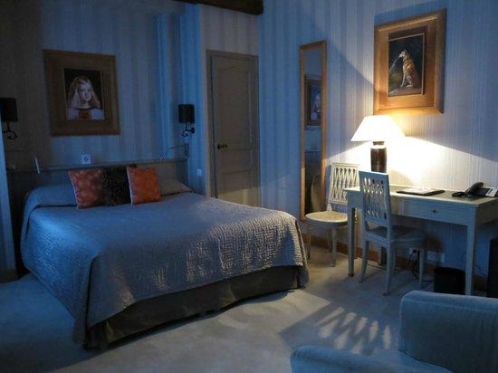 Hotel Pas de Calais: Room 52 setting