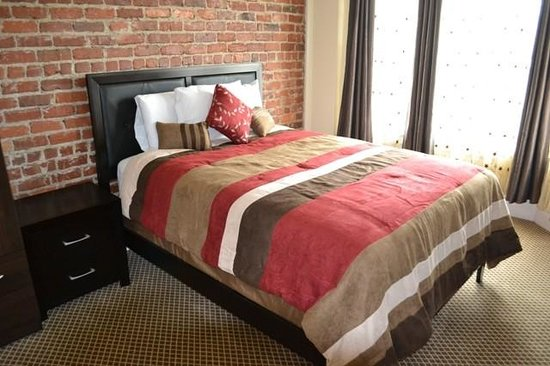 Inn On Folsom: standard queen bedroom