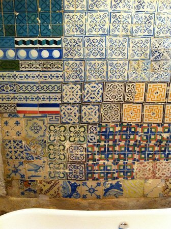 A Vida Portuguesa: Lots of tiles over there. Looks great.