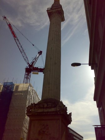 The Monument to the Great Fire of London : THE MONUMENT LONDON